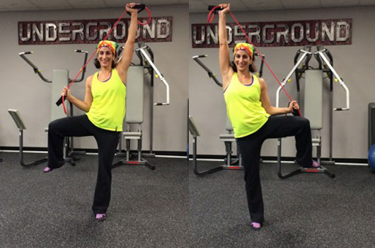 Lat Pull-Down with lateral knee Lifts